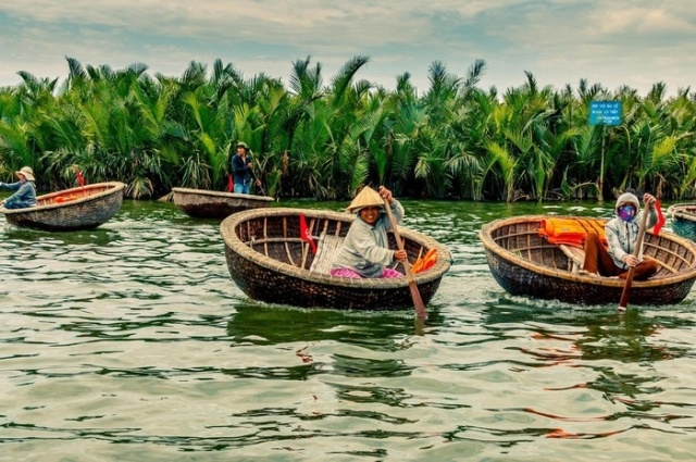 ride a basket boat in hoi an