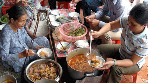 Da Nang local food, dishes travelers should not miss